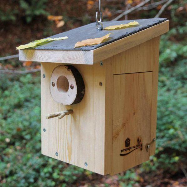 Caja nido con tejado de pizarra CP10 Pirineos puerta lateral
