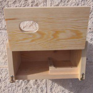 Corona interior para la colocación del nido y agujeros de drenaje y ventilación