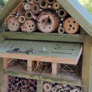 Refugio para insectos, Intsektuen aterpea, hotel per a insectes, refugi per a insectes, hotel for insects
